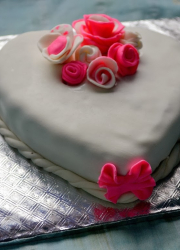 Decorating a Cake With Sugar Paste