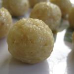 Thengai Laddu (Coconut Laddus)