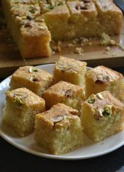 Iyengar Bakery Style Eggless Mwaw Sooji Cake - Video Recipe