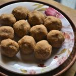 Kadalaiparuppu Thengai Urundai / Peanut Coconut Ball Recipe